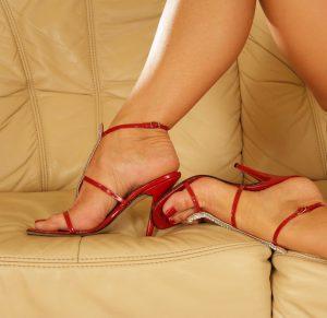 foot rub Experienced Mistress Olivia 1-800-721-1962
