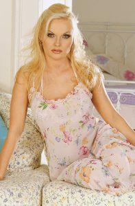 Cis Woman loves crossdresser Ms Olivia 1-800-601-7259